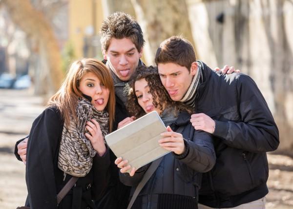 现代科技智能产品让使用者和朋友家人靠得更近
